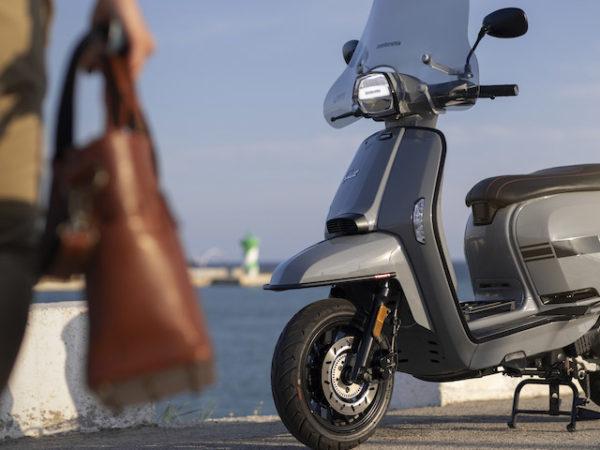 V125 Special Gris Scooter 125 cm3 A1